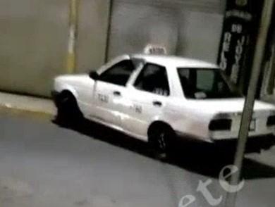 (Video) Ebrio taxista se metió en contra en Guadalupe y chocó