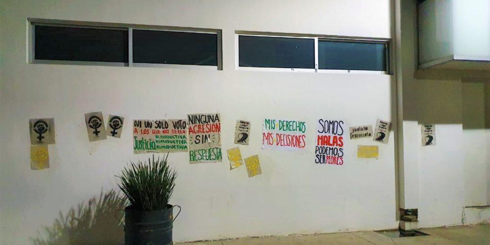 Feministas protestan contra partidos por Ley Provida en Aguascalientes
