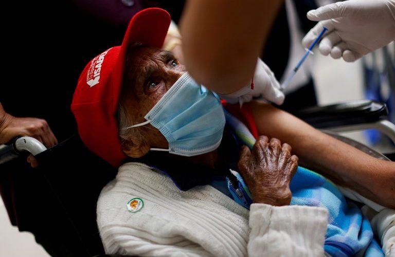 México rebasa las 180 mil muertes por Covid-19