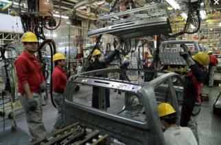 Repunta producción de Nissan, aunque ventas siguen en picada