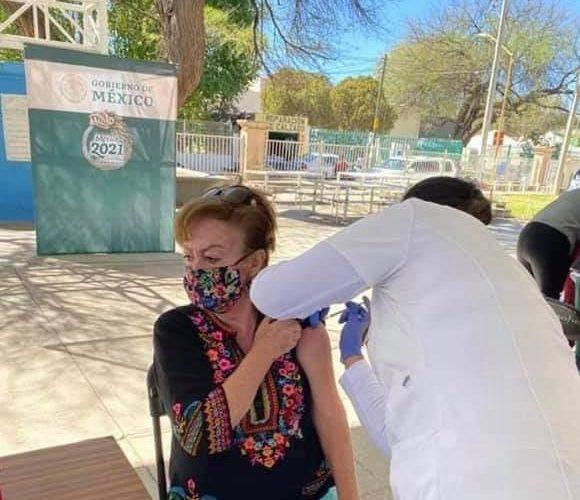 Denuncian influyentismo de hermana de LARF al haber sido vacunada sin corresponderle