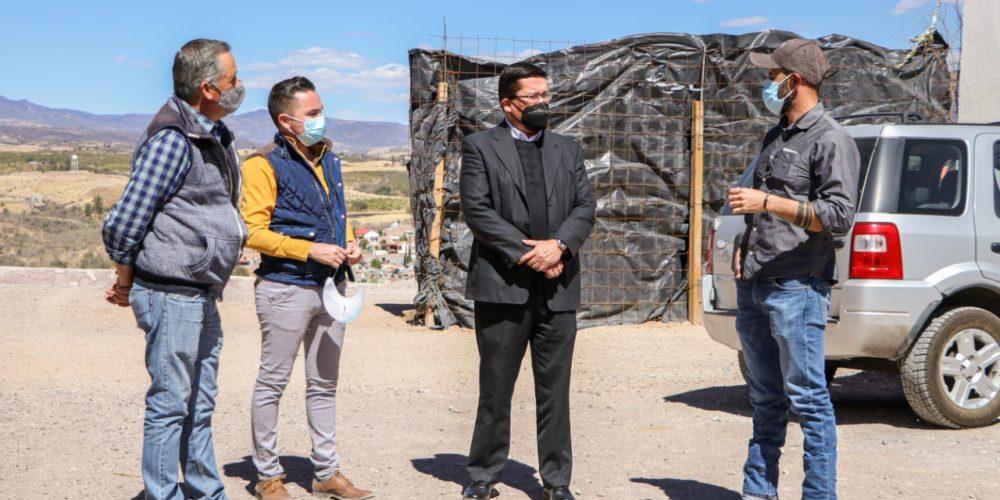 Párroco del Señor del Salitre visitó el Complejo Turístico Santa Cruz para conocer los avances de la obra