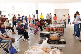 Municipio y Asociaciones Civiles llevan alimentos a familias vulnerables