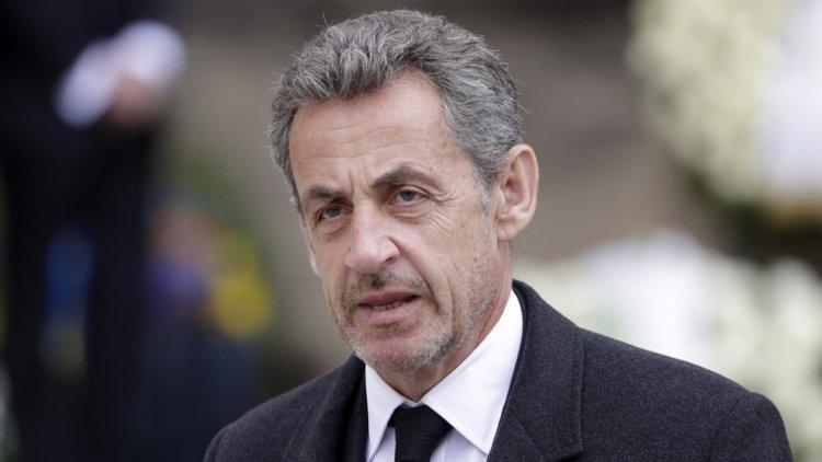 Condenan a 3 años de prisión a expresidente de Francia por corrupción