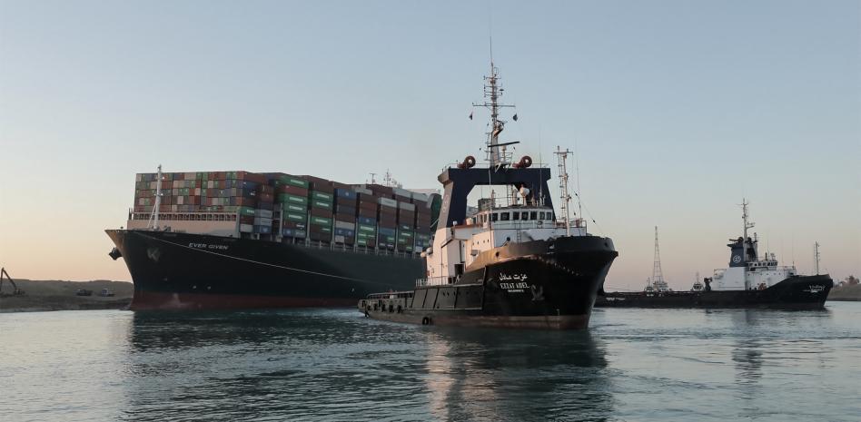 Liberan el buque Ever Given tras una semana de bloqueo en el canal de Suez