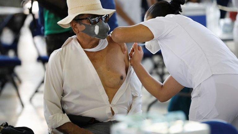 Decrecen casos de Covid en México en 13%