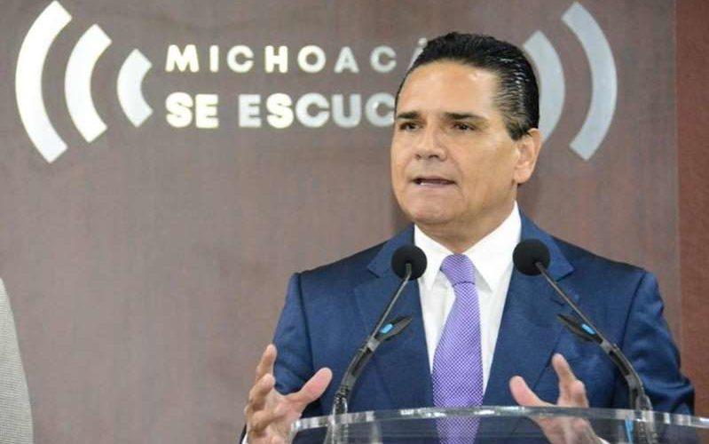 """(Video)Graban a gobernador de Michoacán cantando el narcocorrido """"El Federal de Caminos"""", tras reunión aliancista"""