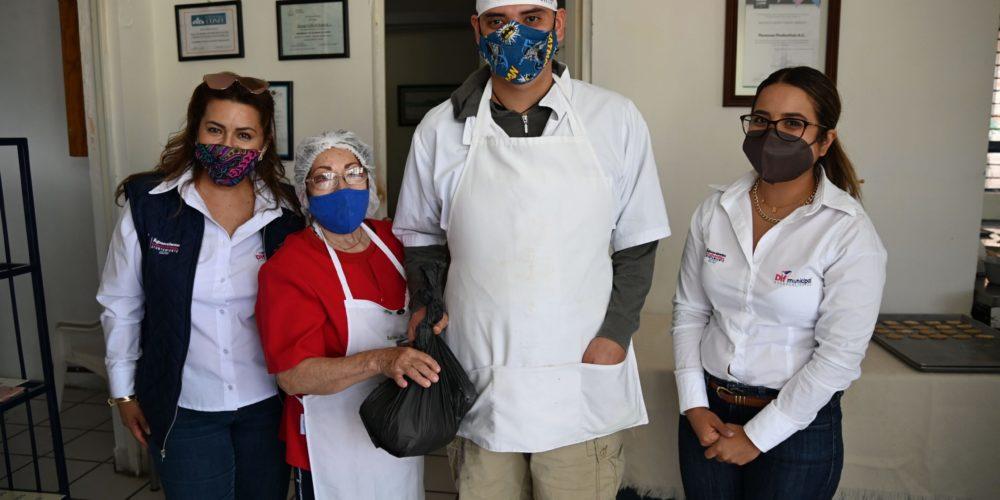 DIF Municipal entrega apoyos alimenticios a personas con discapacidad