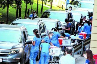 Sin definición en torno a sí se podrá vacunar a bordo de vehículos en Aguascalientes