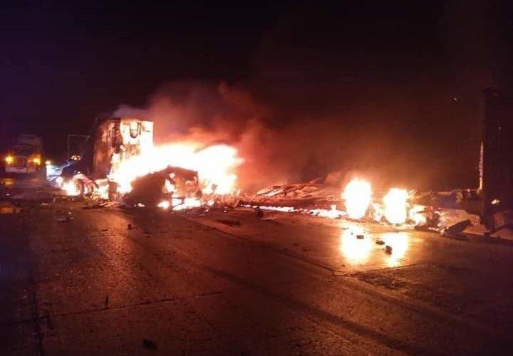 Choque frontal de trailers deja 2 muertos en carretera Zacatecas-Aguascalientes