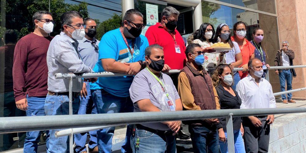 Aldo Ruiz no hace caso a trabajadores del ISSSTE que le piden vacunas en Aguascalientes