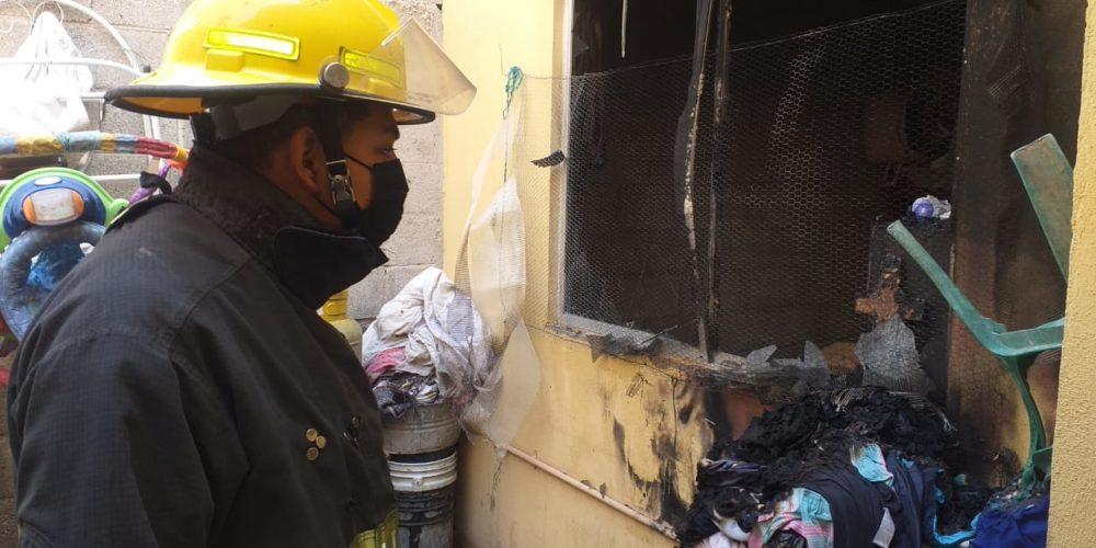 Corto circuito provoca incendio en vivienda de Villa de las Fuentes