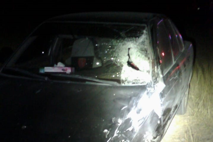 Motociclistas terminan heridos tras ser impactados por un auto en Asientos