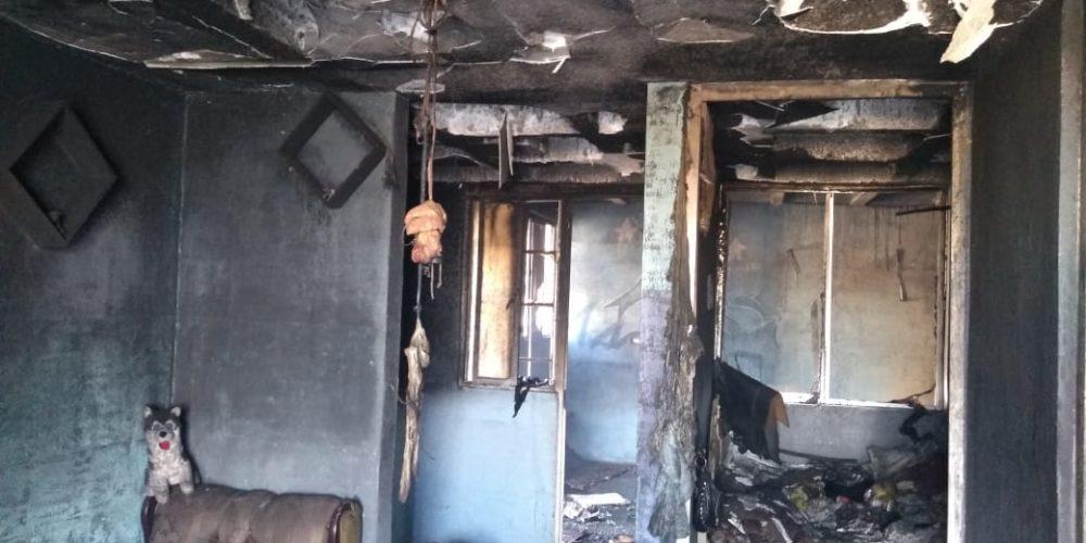 Quemó unos papeles y el fuego terminó consumiendo su casa en Pabellón de Arteaga