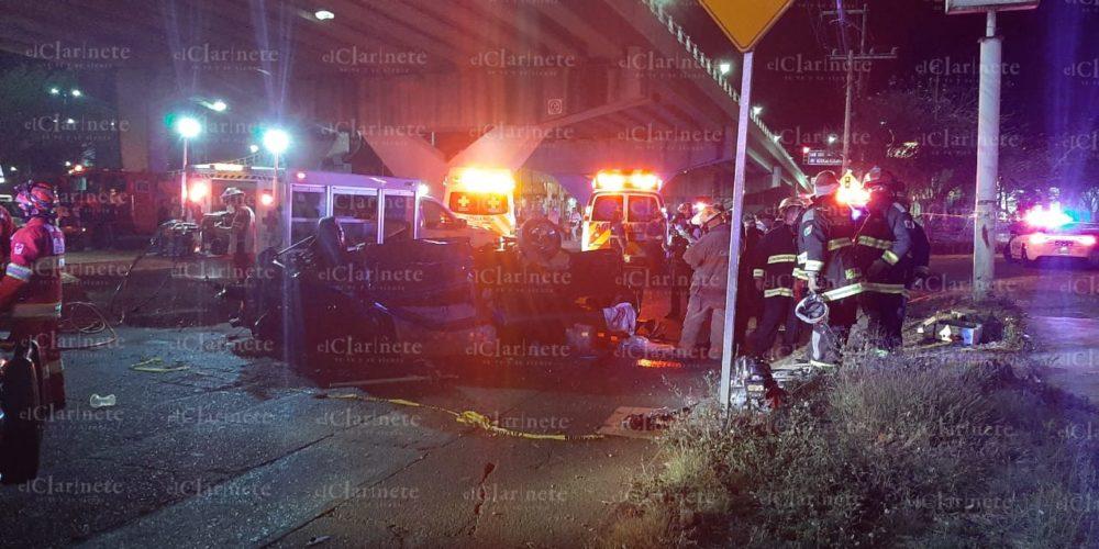 Se cae camioneta de puente vehicular en Aguascalientes: 2 muertos y 2 heridos