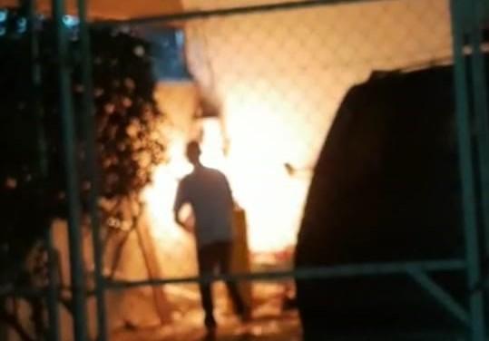 Se incendia puesto de hamburguesas en Pilar Blanco