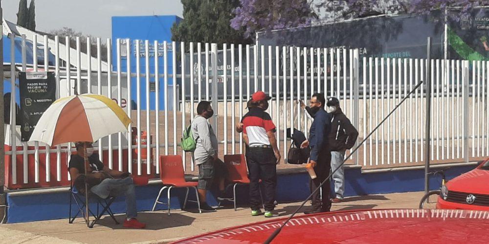 Comienzan filas para fichas de vacunación en Aguascalientes
