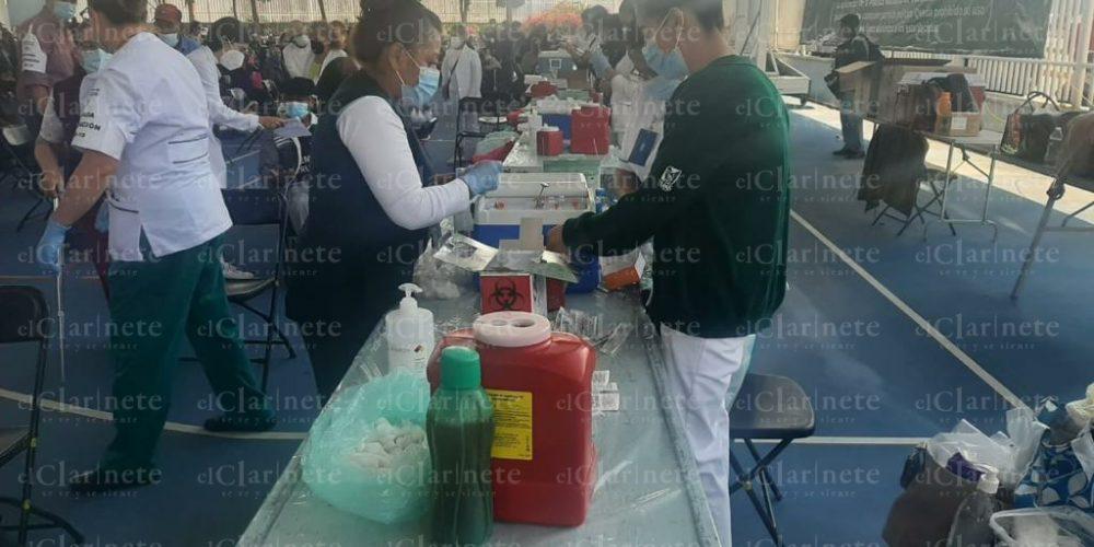 Abarrotada luce la UD IV Centenario para vacunación anti Covid-19 en Aguascalientes