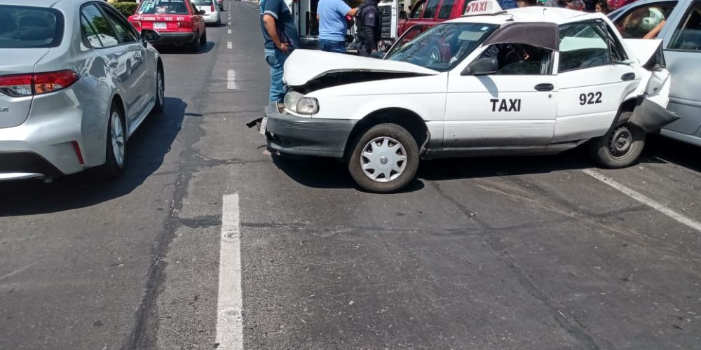 Se registra aparatoso accidente en López Mateos y Cosío