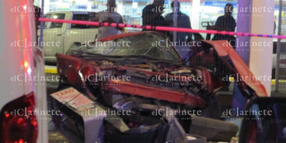 Joven se mató, partió a la mitad su vehículo y su acompañante resultó herido en el Del Valle