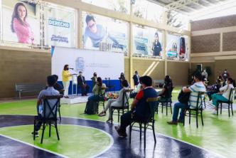 Municipio apoya a jóvenes con becas para que continúen estudiando