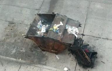 Denuncian la quema de un contenedor de basura en el Infonavit Morelos