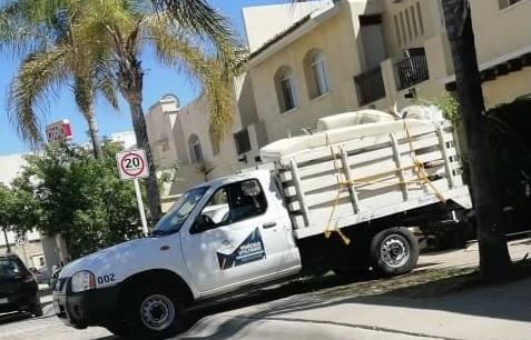 Utilizan vehículo de gobierno del estado para hacer mudanza