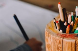 """(VIDEO) """"!Estoy harto de dibujar, no j%da¡"""": explota niño por tareas de la escuela"""