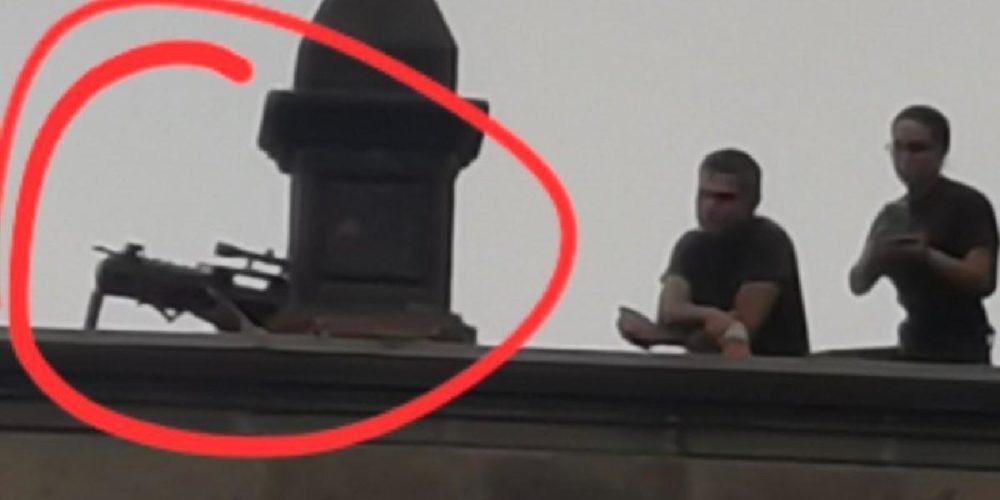 (Video)Lanzan gases lacrimógenos a feministas y custodian Palacio Nacional presuntos francotiradores