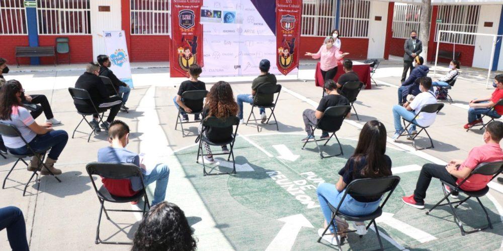 """Estudiantes de secundaria en JM participan en taller """"Del Estrés a la Felicidad"""""""