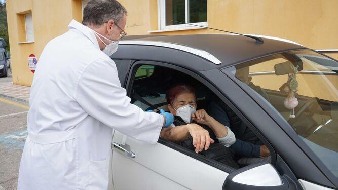 No descartan aplicar vacunas en automóvil en Aguascalientes