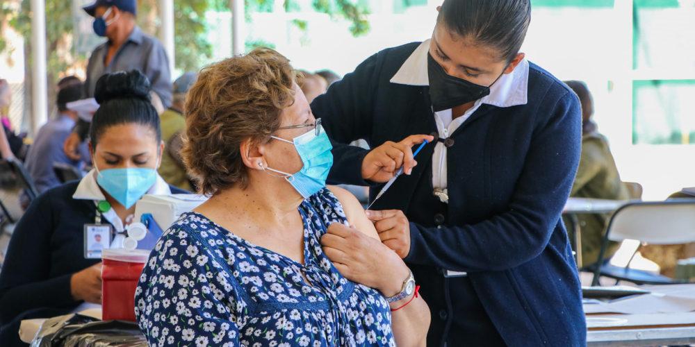 En Calvillo adultos mayores reciben segunda dosis de vacuna contra el Covid