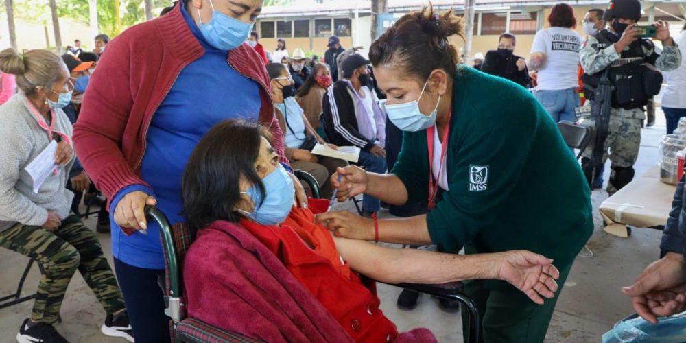 Hay que mantener cuidados tras vacunación contra Covid, señala doctora de la UAA