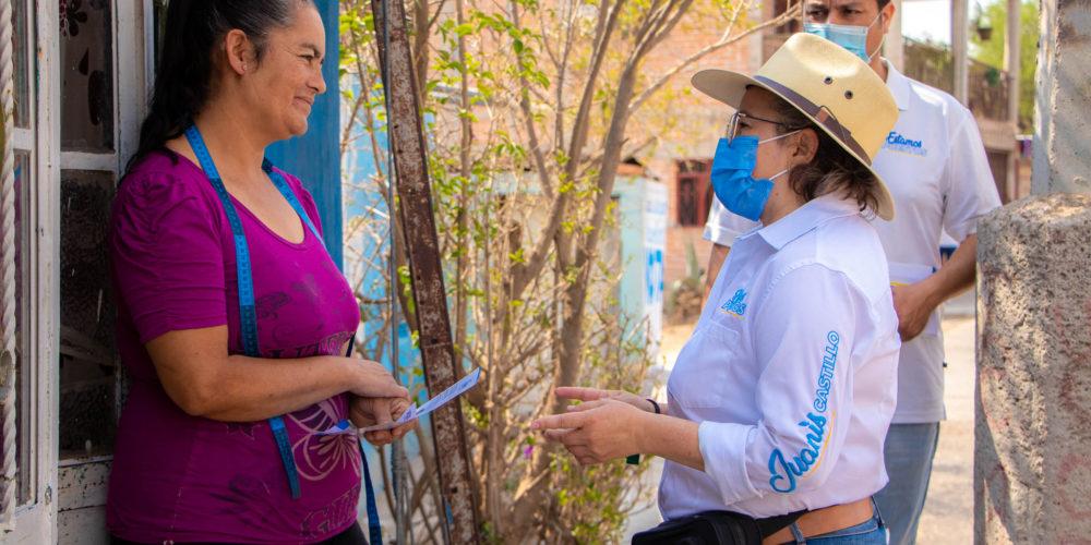 Juanis Castillo mantiene acercamiento con mujeres de Rincón de Romos