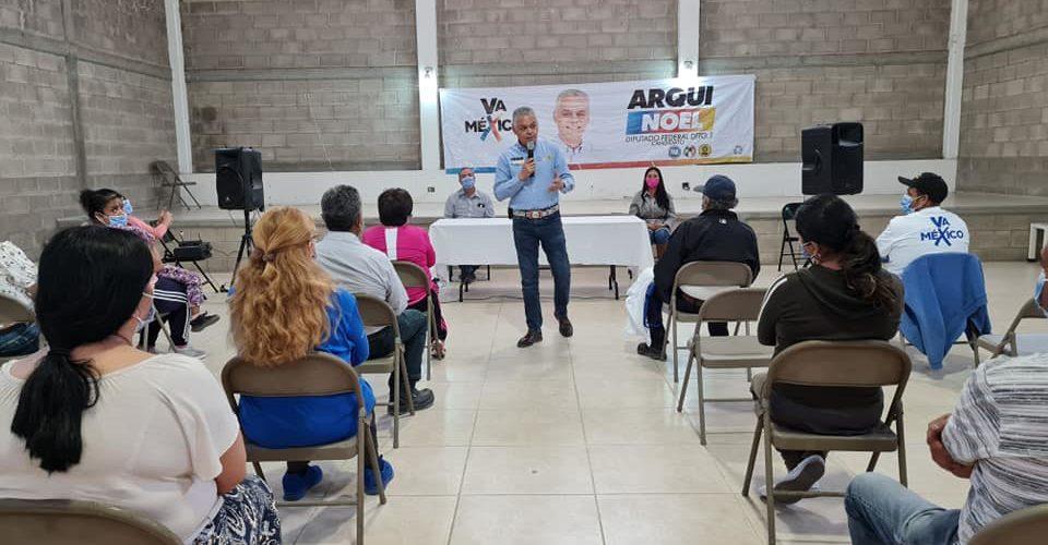 Noel Mata recorre Cosío para llevar sus propuestas