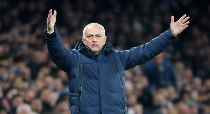 El Tottenham destituye a José Mourinho