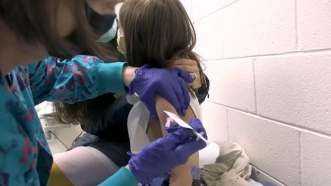 Llama ISSEA a vacunar a menores contra el sarampión y rubéola