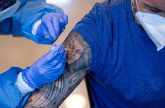 Ven probable que vacuna Pfizer requiera de una tercera dosis