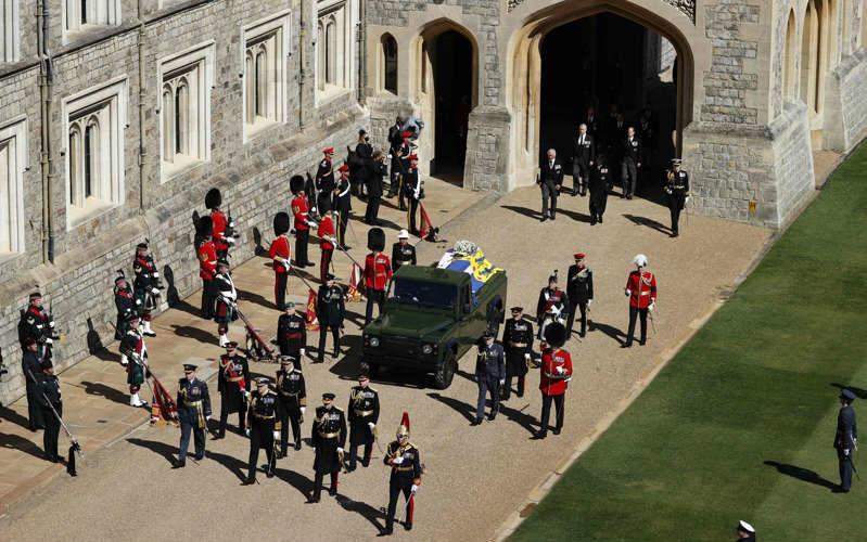 Isabel II da último adiós al príncipe Felipe