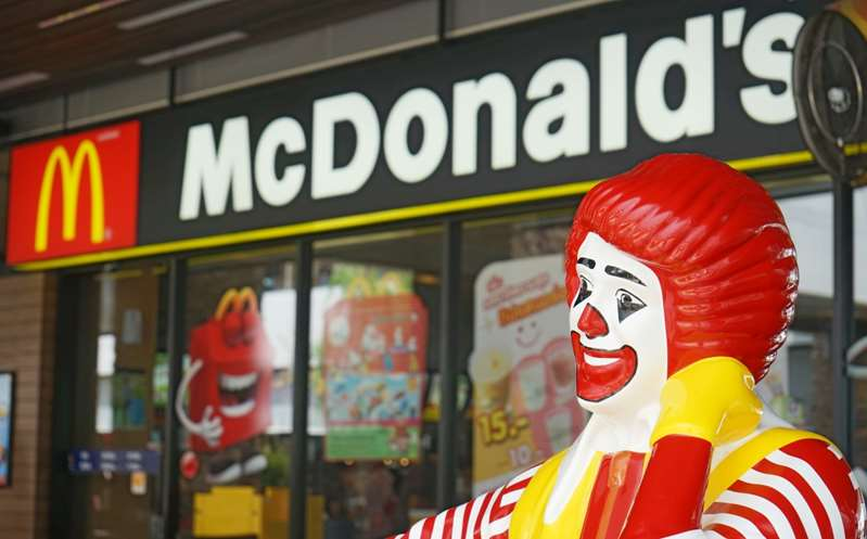 McDonald's cerrará restaurantes en supermercados de Walmart en EU