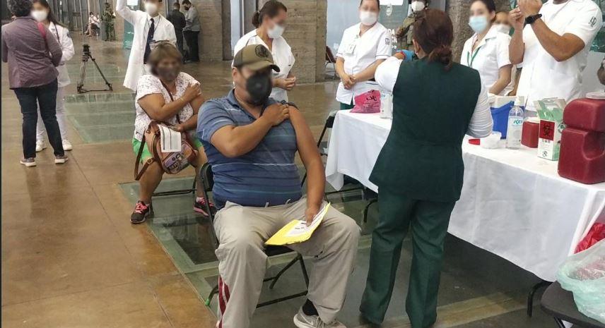 Personal del IMSS participa en la vacunación contra Covid entre docentes de Aguascalientes