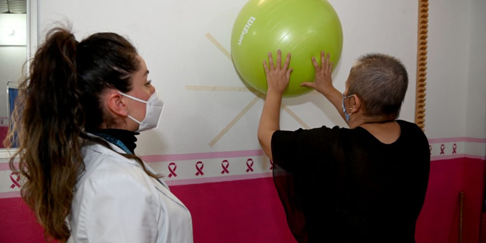 Municipio de Aguascalientes ofrece terapias de rehabilitación para pacientes de cáncer de mama