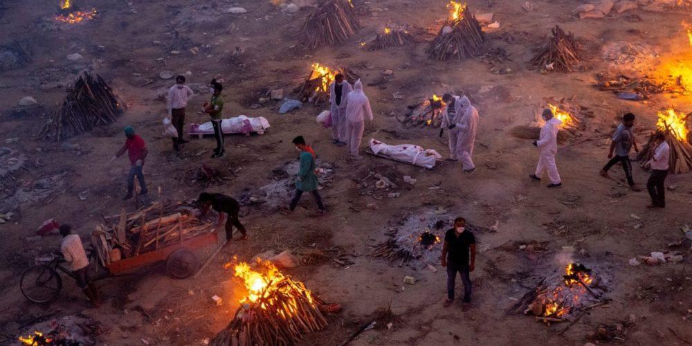 India vuelve a romper récord de casos Covid-19. Faltan crematorios y oxígeno