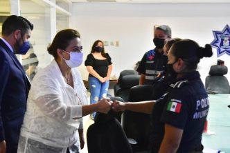 Alcaldesa supervisa el trabajo de la Policía Rosa