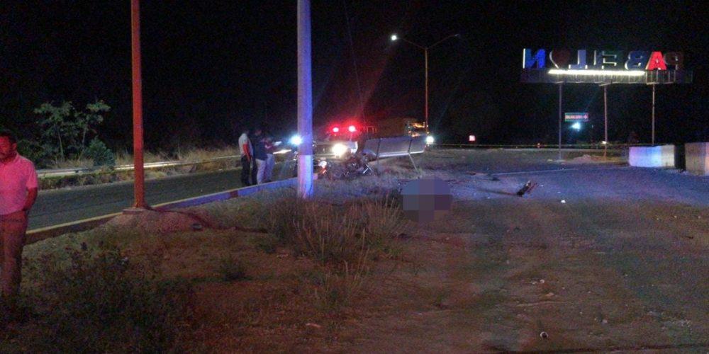 Muere motociclista tras chocar con señalamiento de vialidad en Pabellón de Arteaga