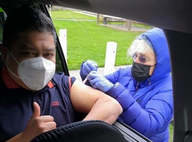 Oncólogo de Aguascalientes se vacuna en E.U.