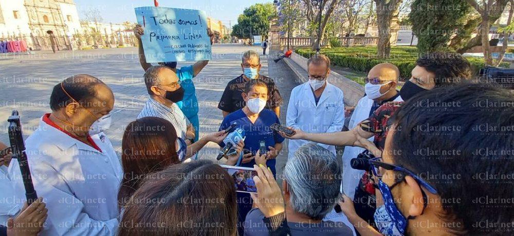 Exigen médicos aplicación de vacunas anti covid en Aguascalientes