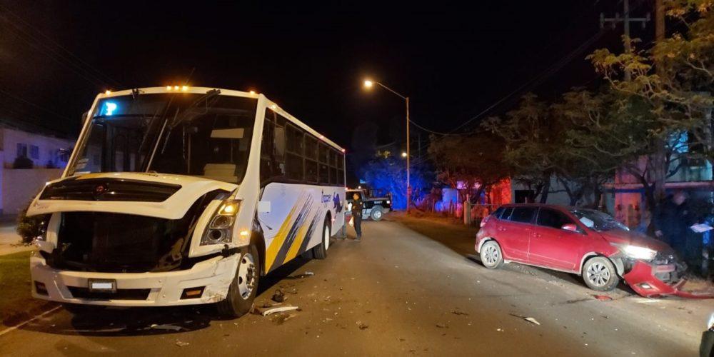 Choque entre camión de personal y un vehículo deja 3 heridos en Jesús María