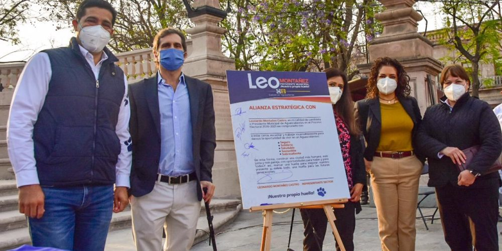 Leo Montañez firma alianza en favor de las personas con discapacidad