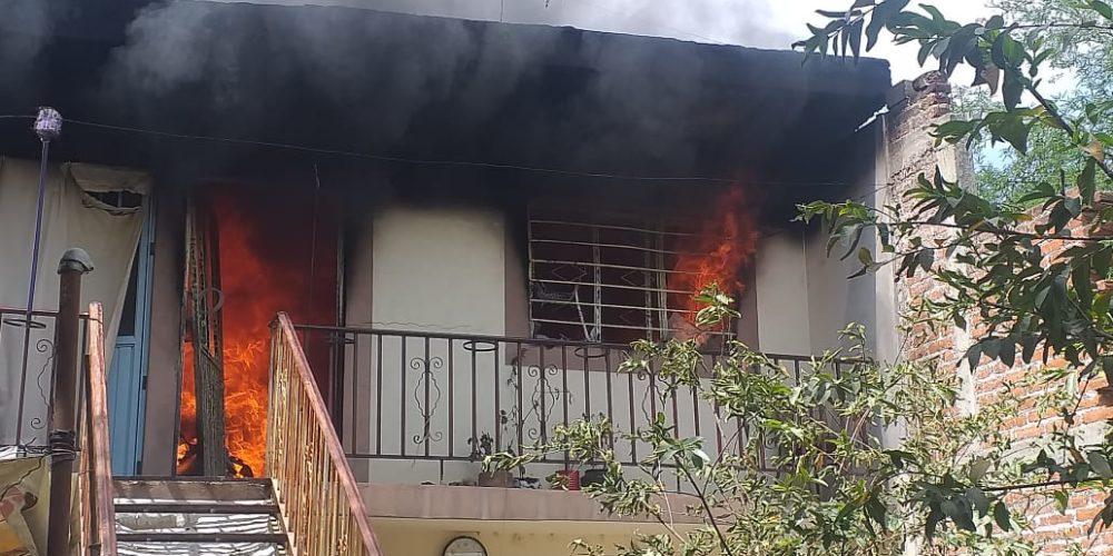 Incendio deja cuantiosos daños en vivienda de Los Pocitos